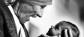 Madre Teresa di Calcutta, fondatrice delle Missionarie della Carità.