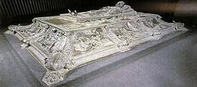 Restauro della Tomba di Sisto IV (Della Rovere, 1471-1484).
